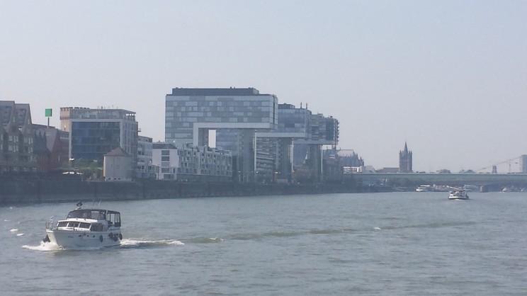 Kahnhäuser vom Rhein aus