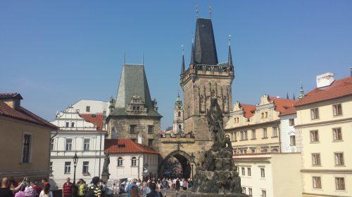 Wen die Menschenmasssen nicht schrecken - im Sommer sind Moldau und Karlsbrücke einfach herrlich!